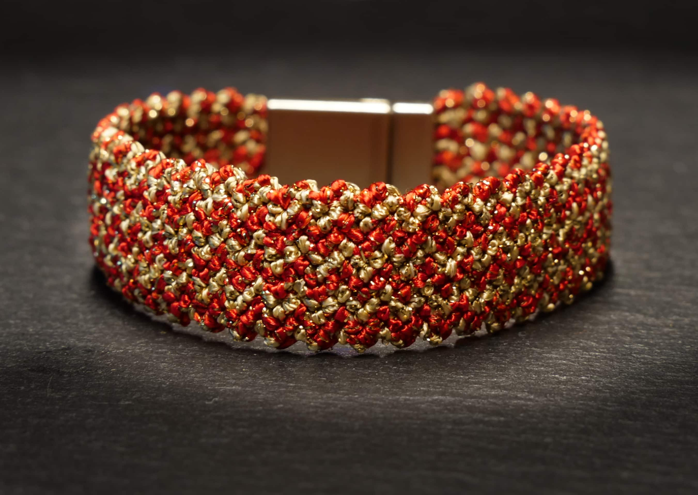 woven bracelet striped in red/gold