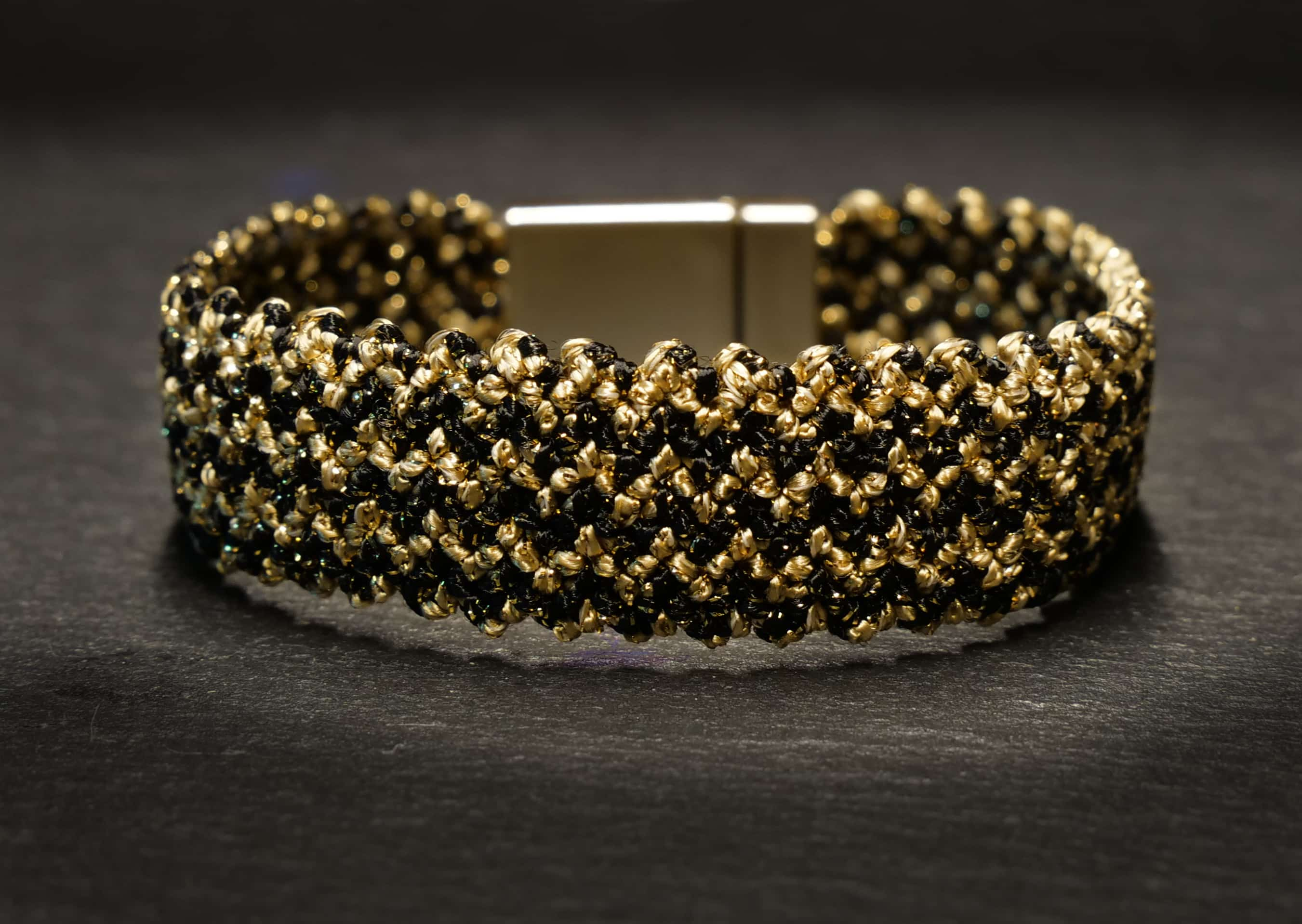 woven bracelet stripted in black/gold