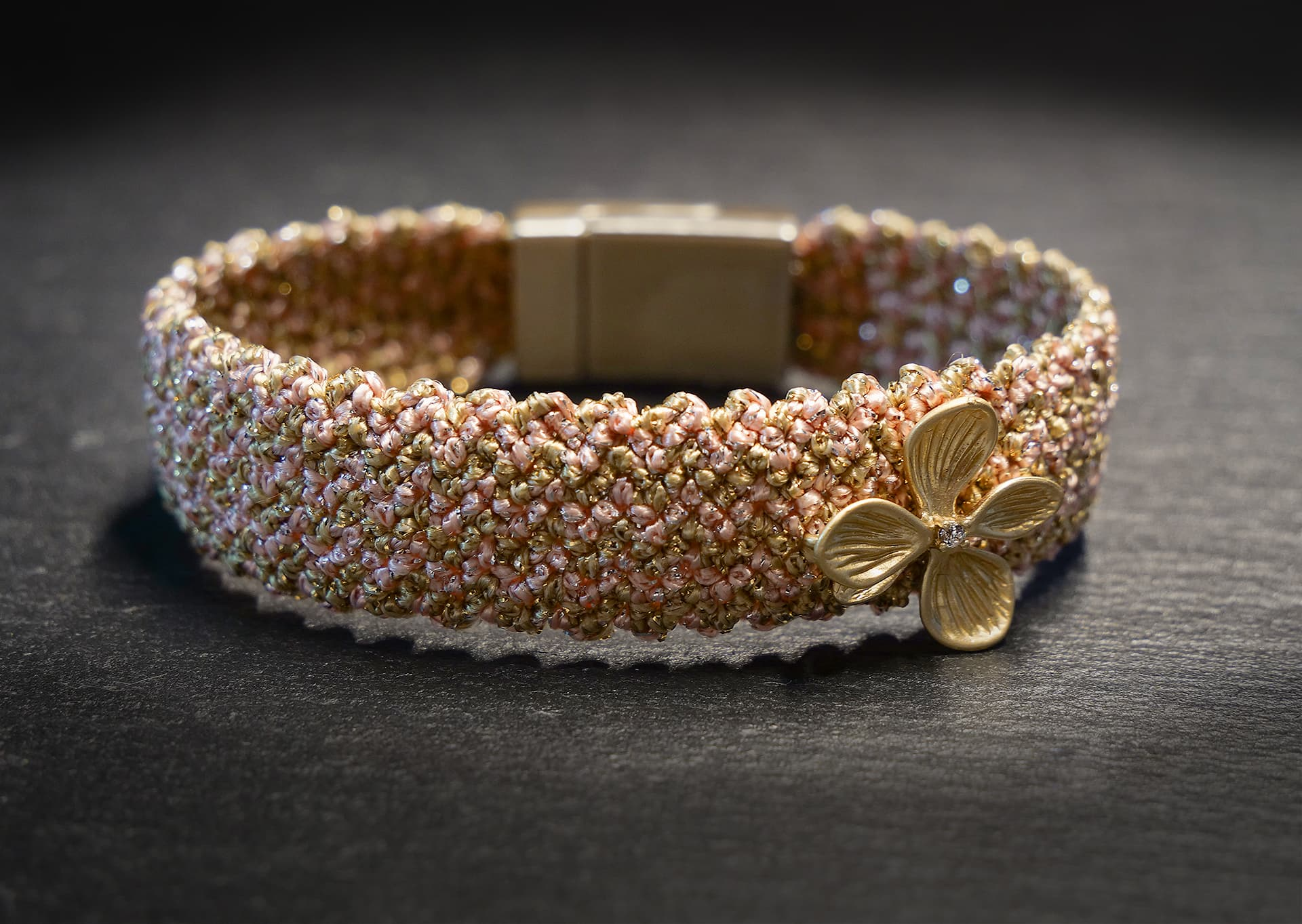 knotted bracelet in peach pink/gold