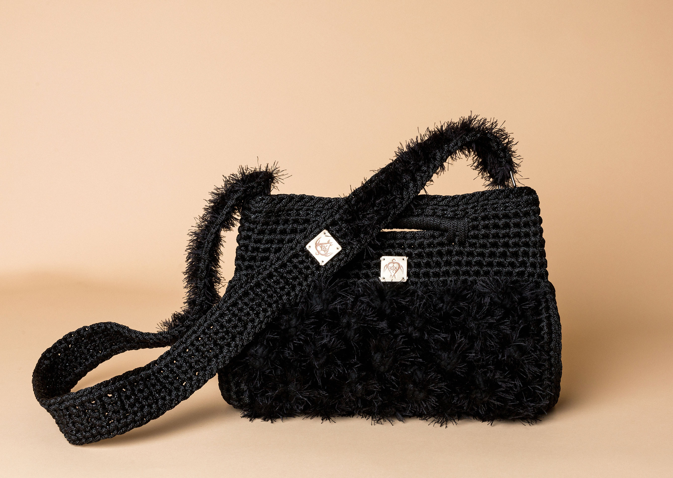 knitted handbag in black