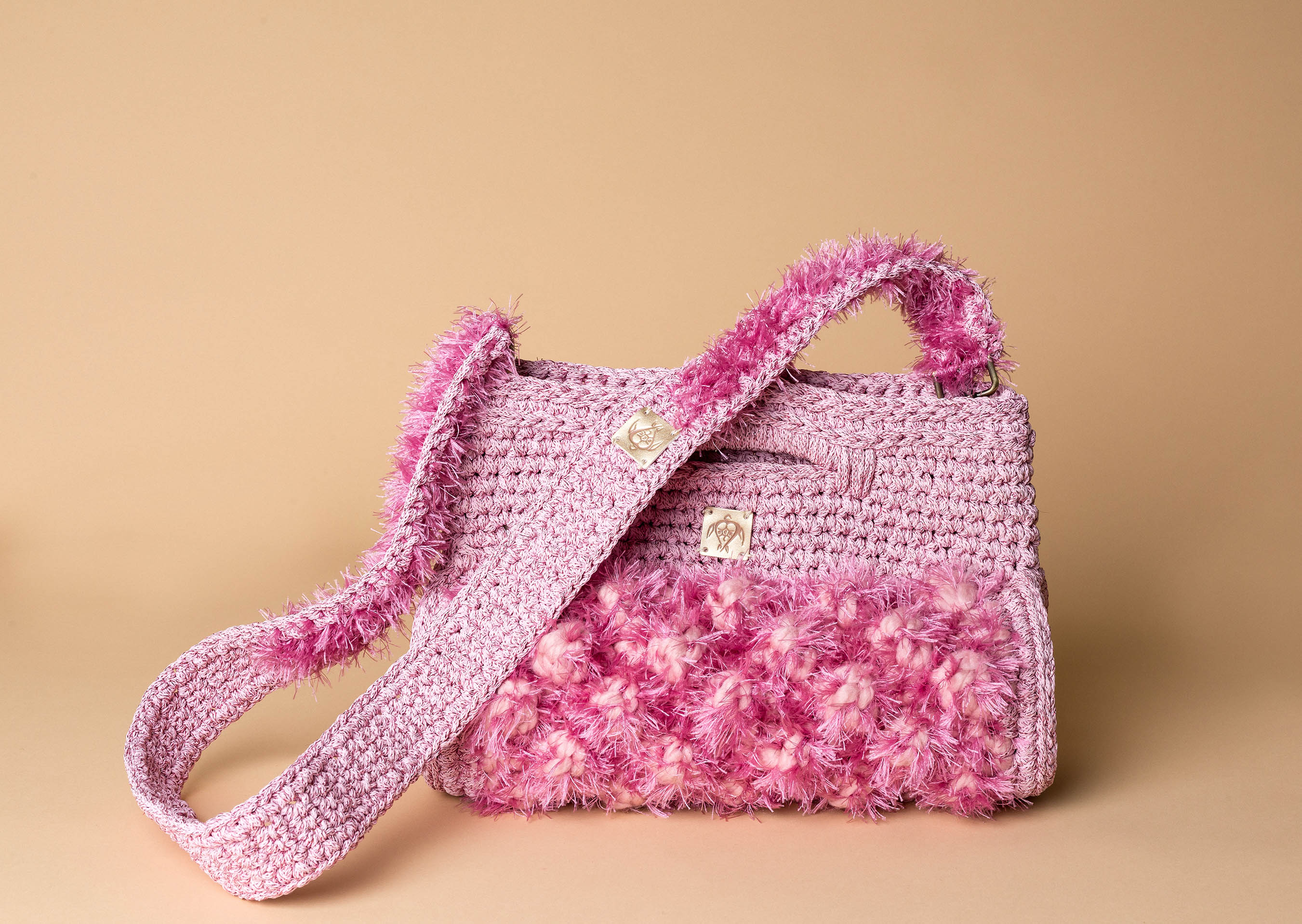 knitted handbag in pink