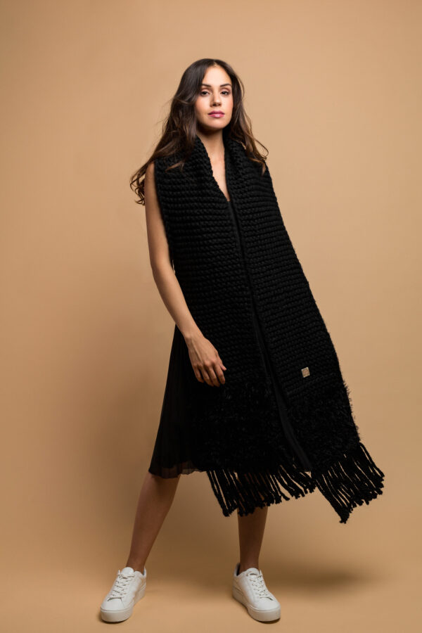 knitted wide scarf in black