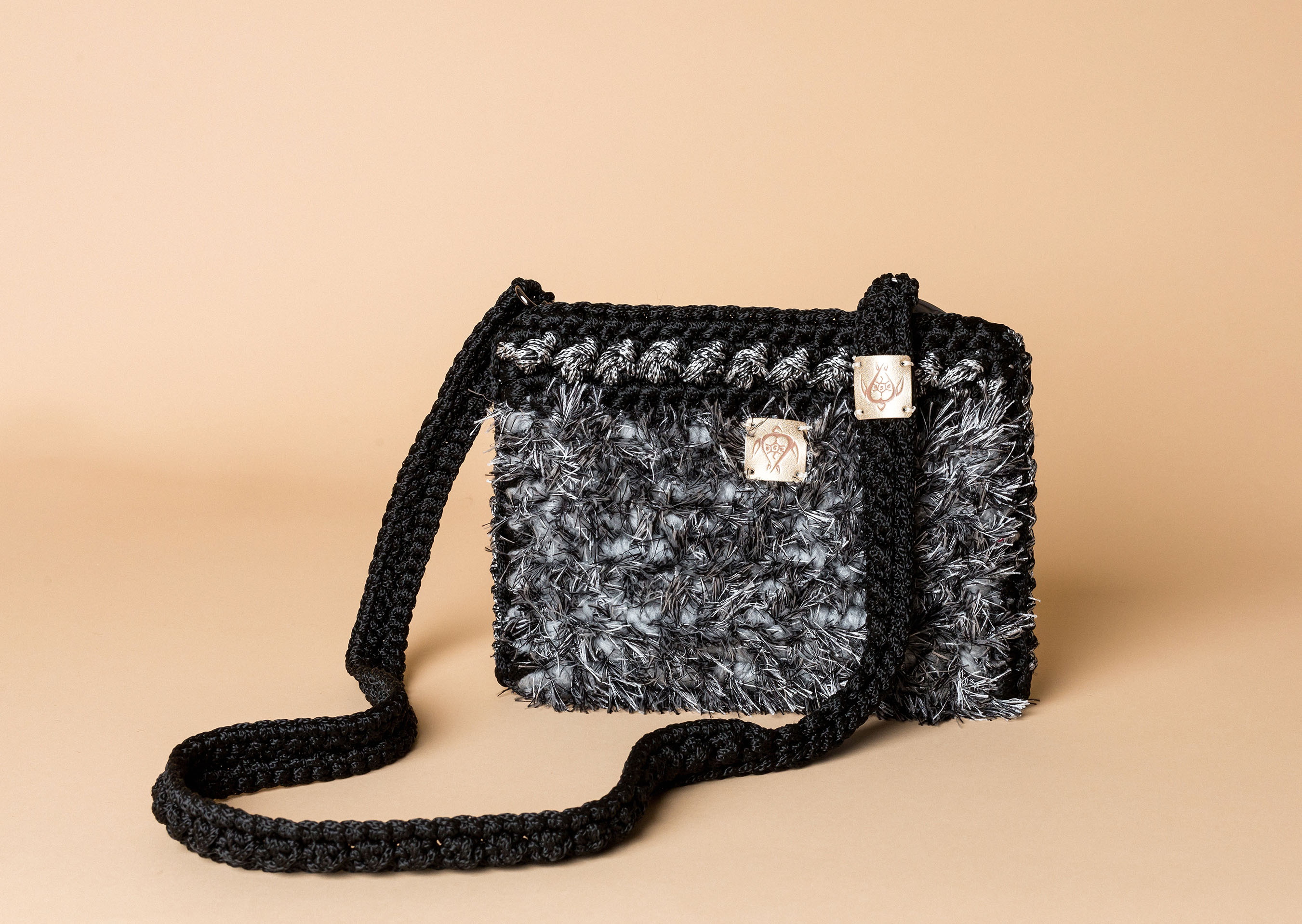 knitted bag petit in black and white
