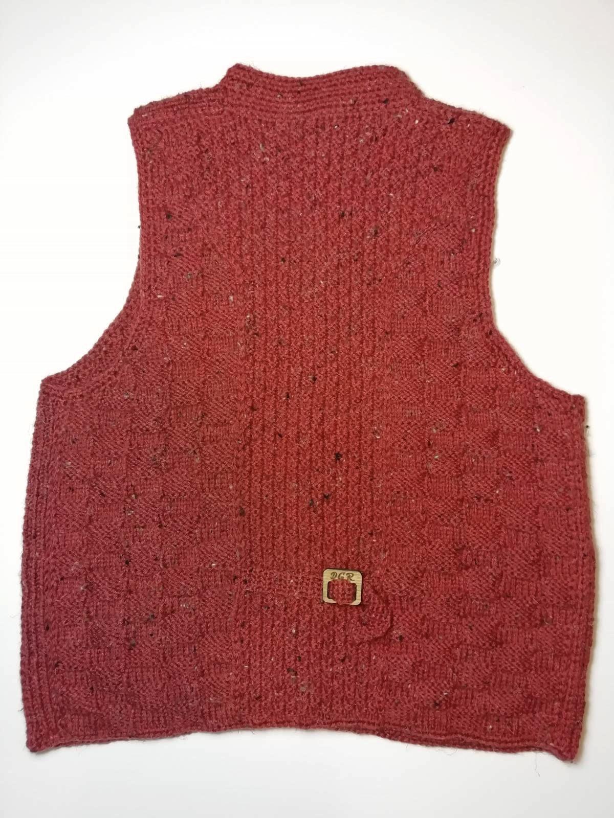 """""""Gazella"""" Vest in maroon"""