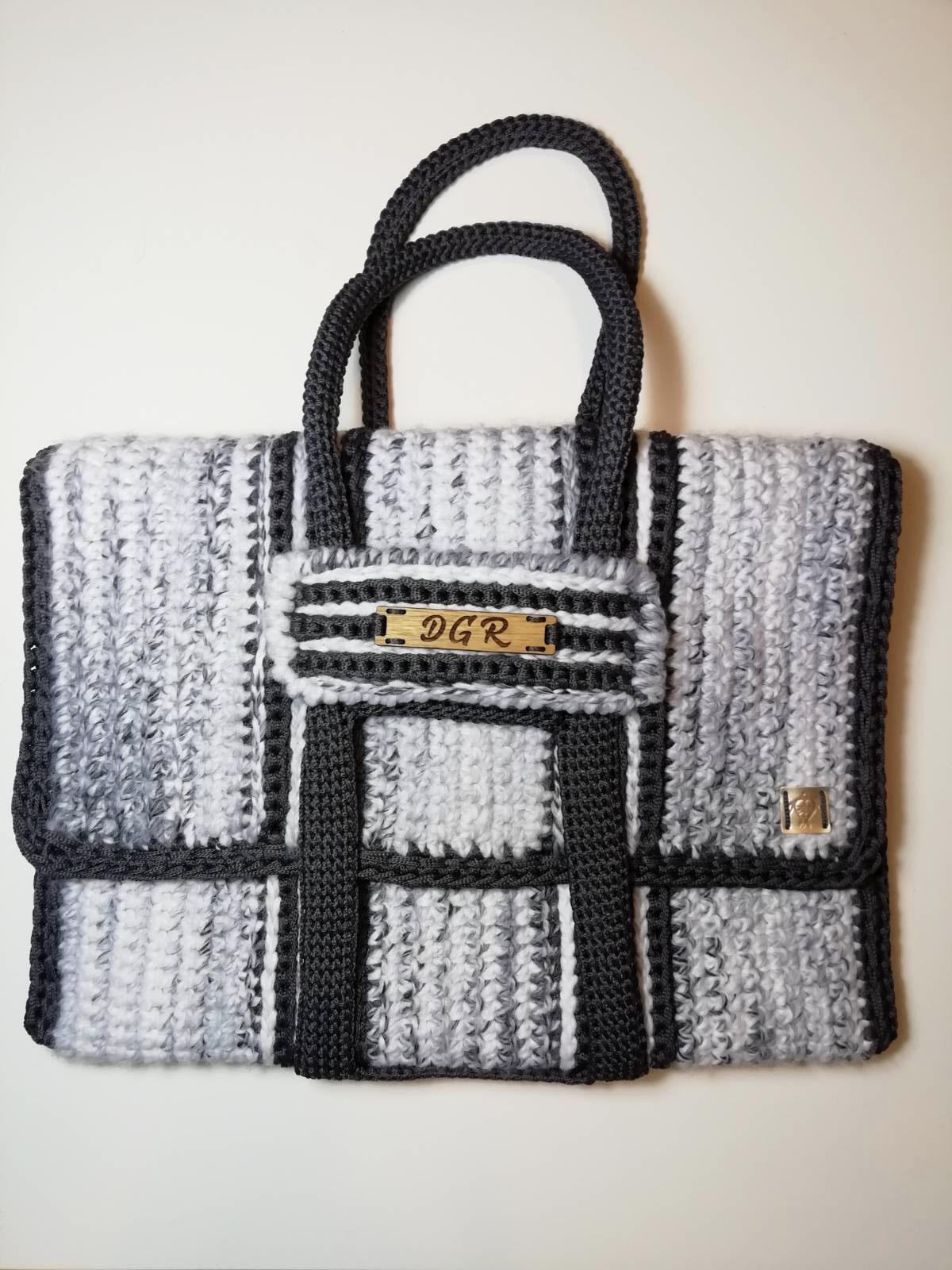 Crochet Bag in white/black