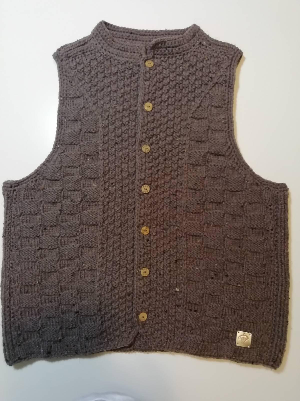 Handmade knitted vest mocca